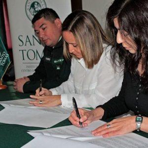 Fundación Superación de la Pobreza firma convenio con Santo Tomás en Magallanes